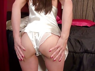 Check out quite long legged lady Leah Harris who loves masturbation a lot