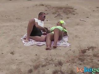 Geiler Blonde am Strand einfach Gefickt