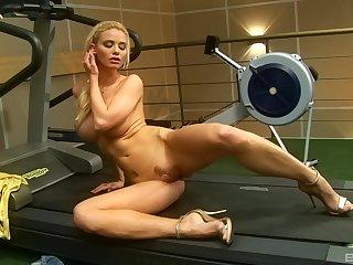 Sporty short haired blonde bombshell Caylian Curtis masturbates solo