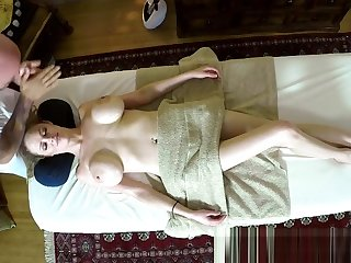 Hugetits beauty massaged on hidden camera