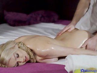 Big Tits Milf Gets Massage Creampie - MassageRooms