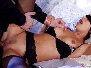 Blindfolded MILF Shalina Devine crazy and kinky sex video