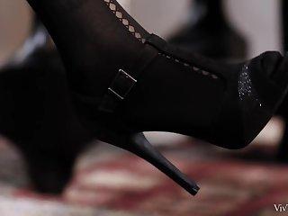 Hosiery Episode 4 - Lap Dance - Cindy Hope & Zafira A - VivThomas