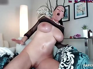 Lovely brunette who love playing with herself