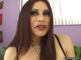 Nasty MILF Sheila Marie wants to be porked by a hunk