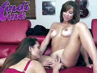 Mindi Mink licks her dark haired lady girlfriend Sinful Elissa