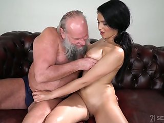 Old fart enjoys fucking eye catching seductress with natural boobs Ava Black